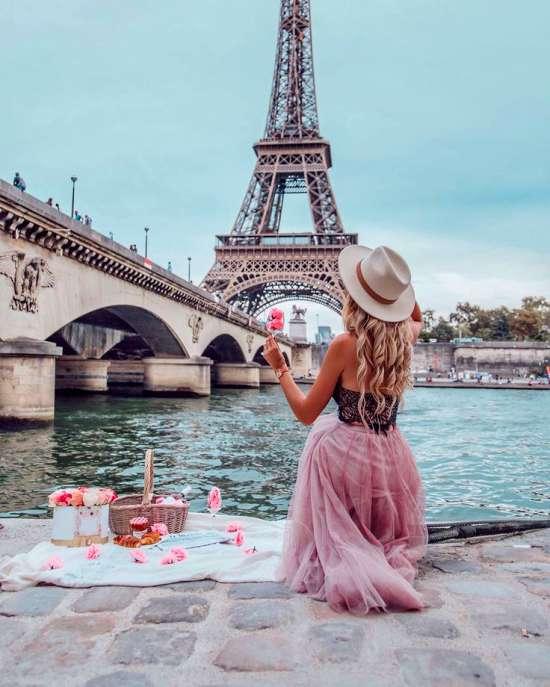 Картина по номерам 40x50 Пикник на живописном берегу Сены. Париж